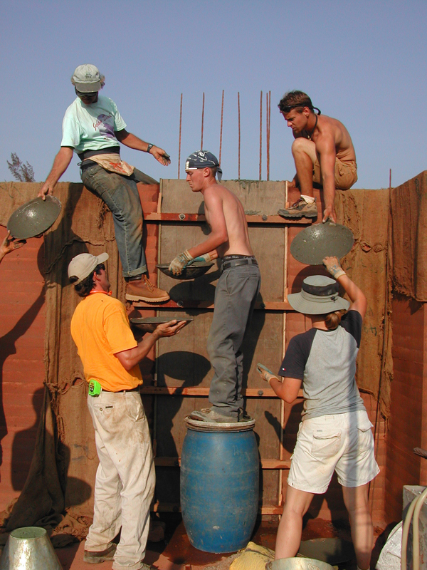 0523_sergio_-palleroni_earth_walls_southern_india
