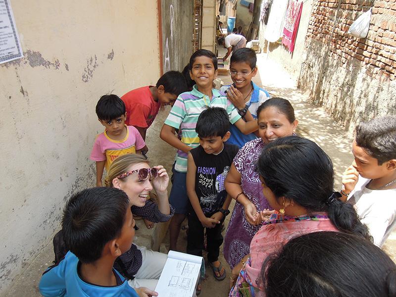 Talking_to_local_slum-dwellers